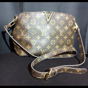 Real LV purse in mint condition